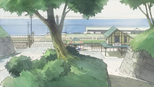 Ein Weg, ein Baum, ein Bahnhof, und der Ozean